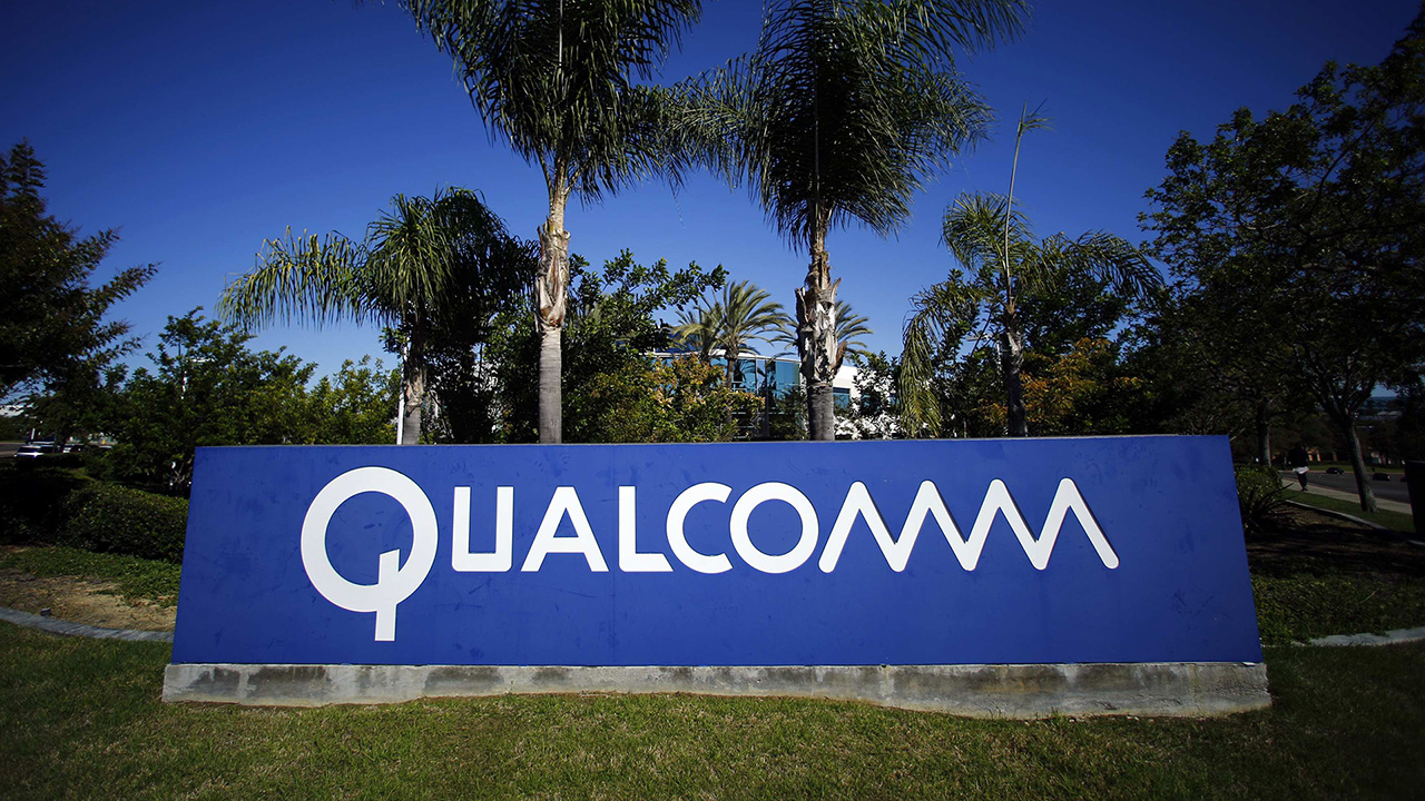 A Qualcomm sign is pictured in front of one of its many buildings in San Diego, California, in this November 5, 2014 file photo. Qualcomm Inc is likely to pay China a record fine of around $1 billion (0.66 billion pounds), ending a 14-month government investigation into anti-competitive practices, after the U.S. chipmaker and the regulator made significant progress during talks last week. To match Exclusive CHINA-QUALCOMM/      REUTERS/Mike Blake/Files (UNITED STATES - Tags: BUSINESS TELECOMS LOGO)
